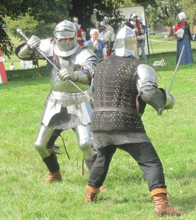 Duello tra cavalieri a mezza spada halfswording