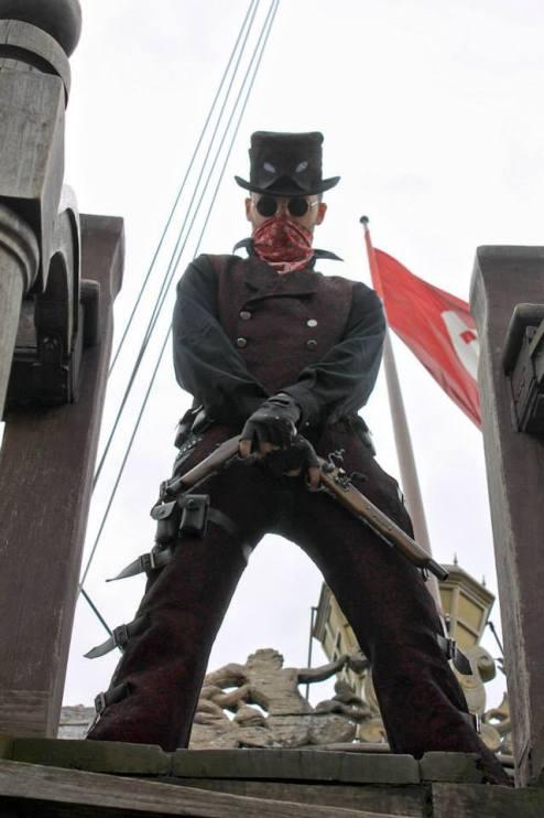 steampunk cosplay cosplayer cowboy deadpool spada pistola gunblade