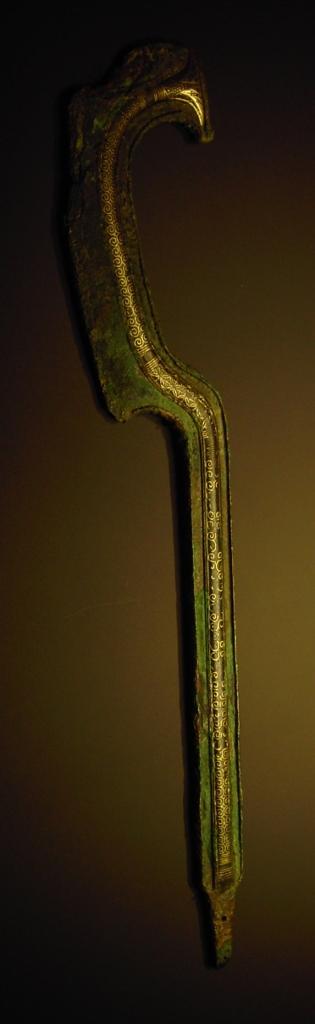 khopesh ornamentale in bronzo e oro